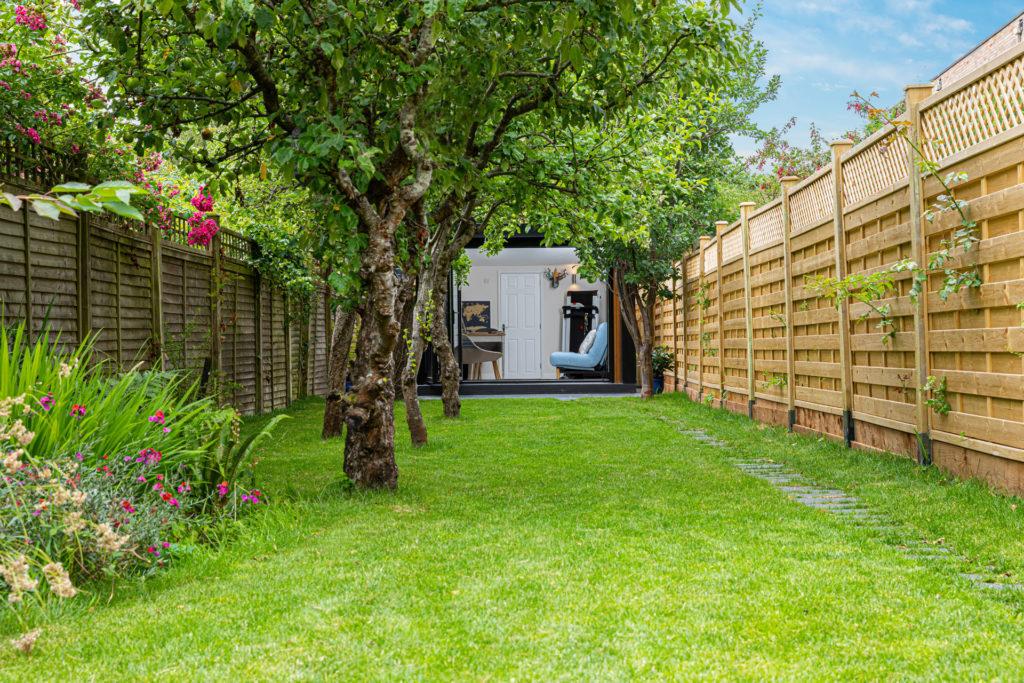 narrow garden office in narrow garden