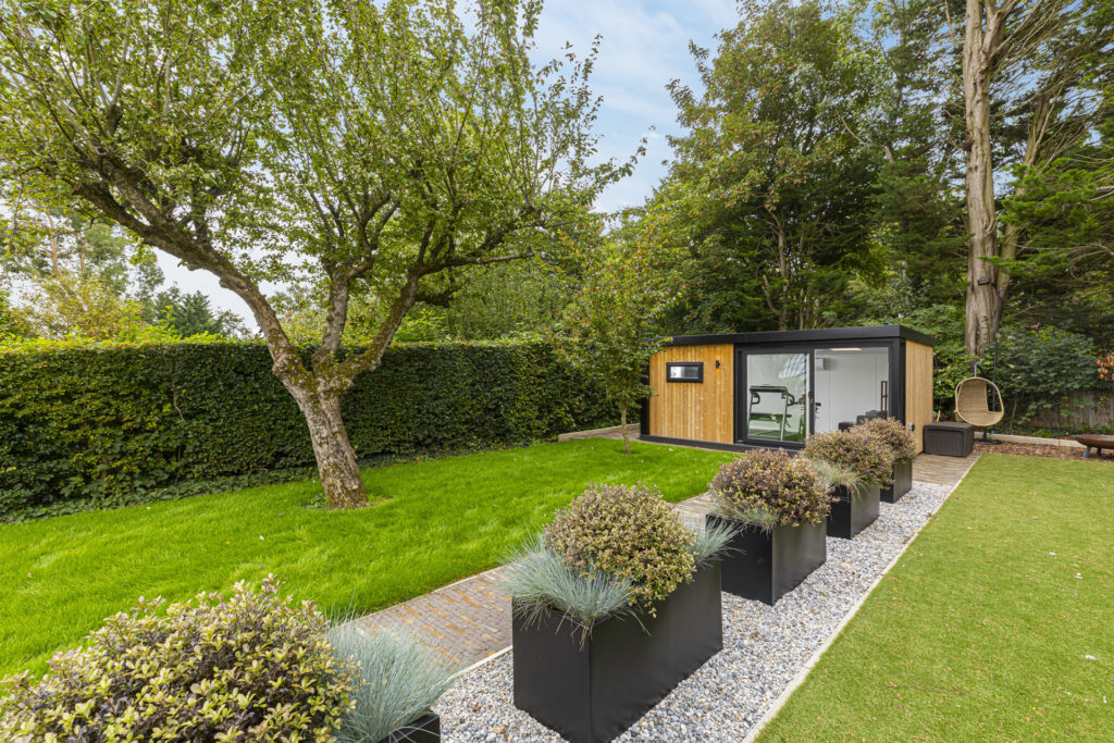modern garden gym idea
