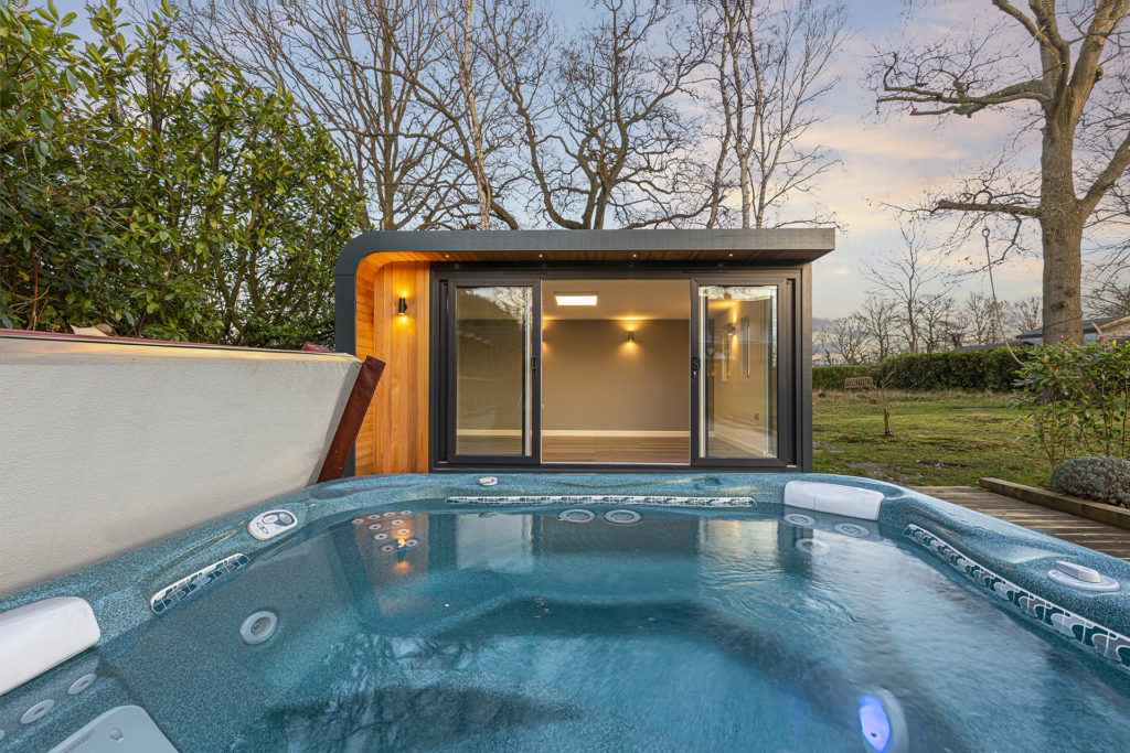 garden room and hot tub